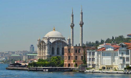 Мечеть в Стамбуле на берегу